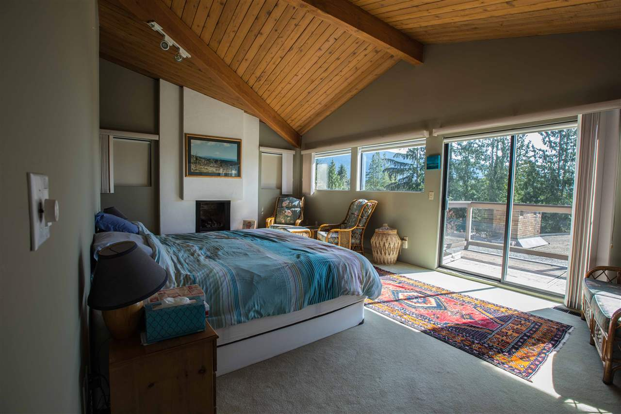 Detached at 645 KING GEORGES WAY, West Vancouver, British Columbia. Image 9