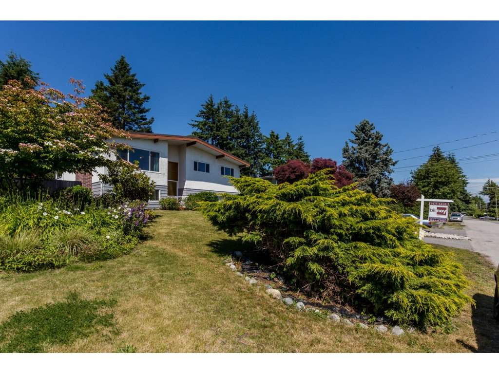 Detached at 13725 COLDICUTT AVENUE, South Surrey White Rock, British Columbia. Image 2
