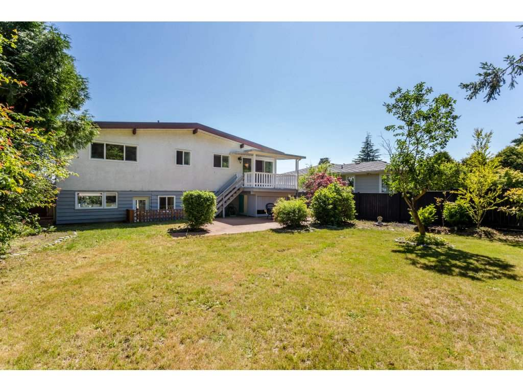 Detached at 13725 COLDICUTT AVENUE, South Surrey White Rock, British Columbia. Image 18