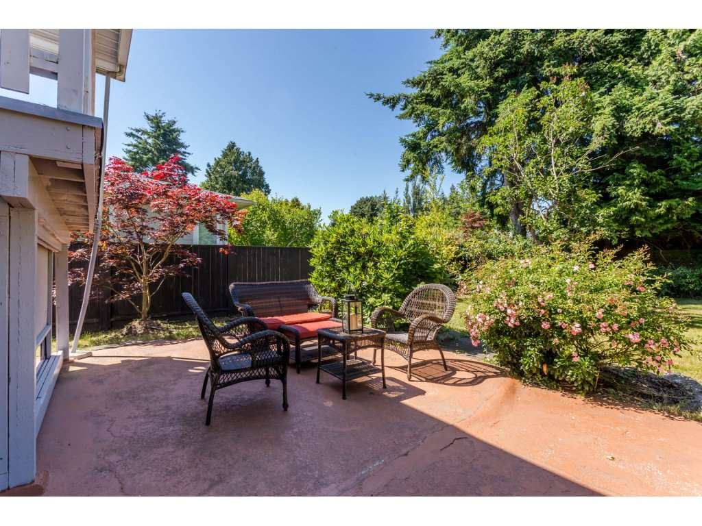 Detached at 13725 COLDICUTT AVENUE, South Surrey White Rock, British Columbia. Image 19