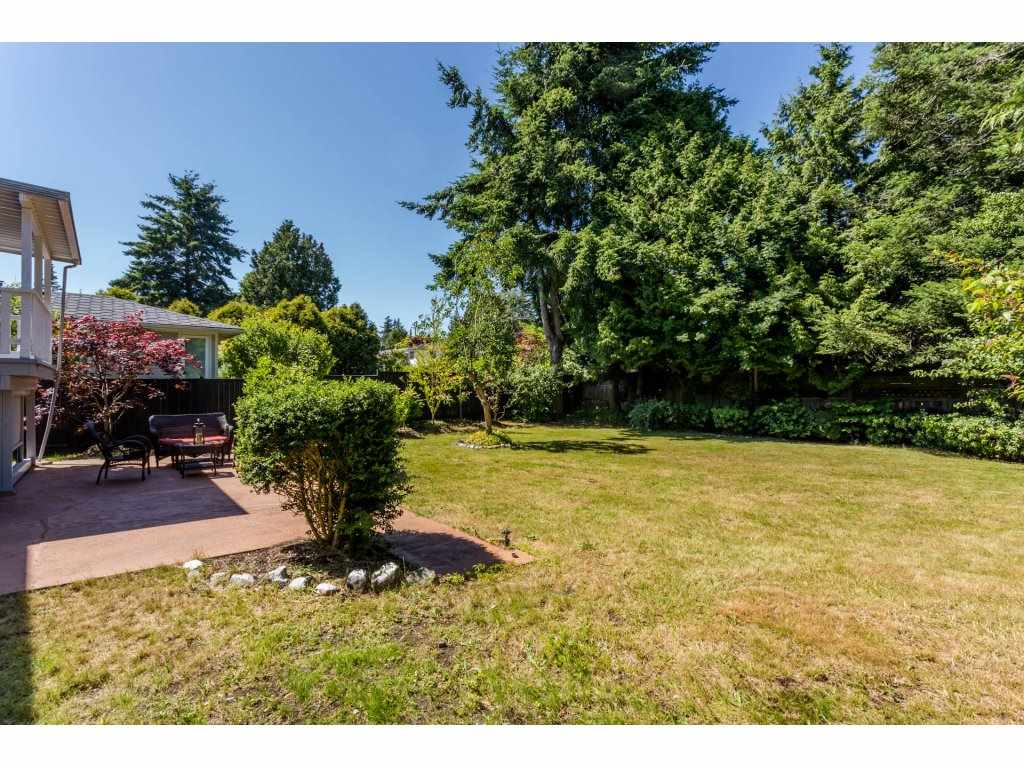 Detached at 13725 COLDICUTT AVENUE, South Surrey White Rock, British Columbia. Image 20