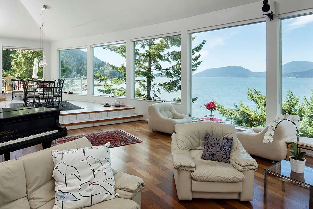 Detached at 6 MONTIZAMBERT WYND, West Vancouver, British Columbia. Image 3