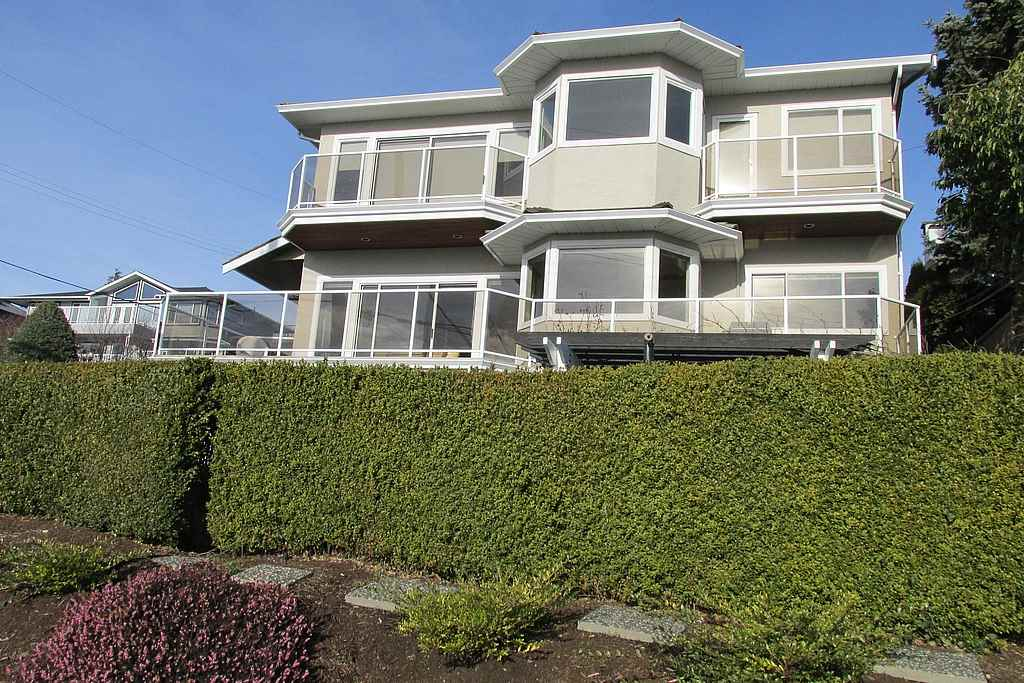 Detached at 14357 SUNSET DRIVE, South Surrey White Rock, British Columbia. Image 1