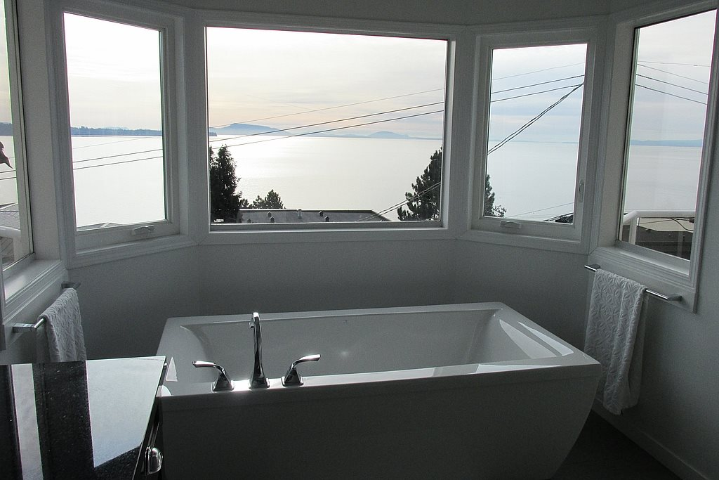 Detached at 14357 SUNSET DRIVE, South Surrey White Rock, British Columbia. Image 14