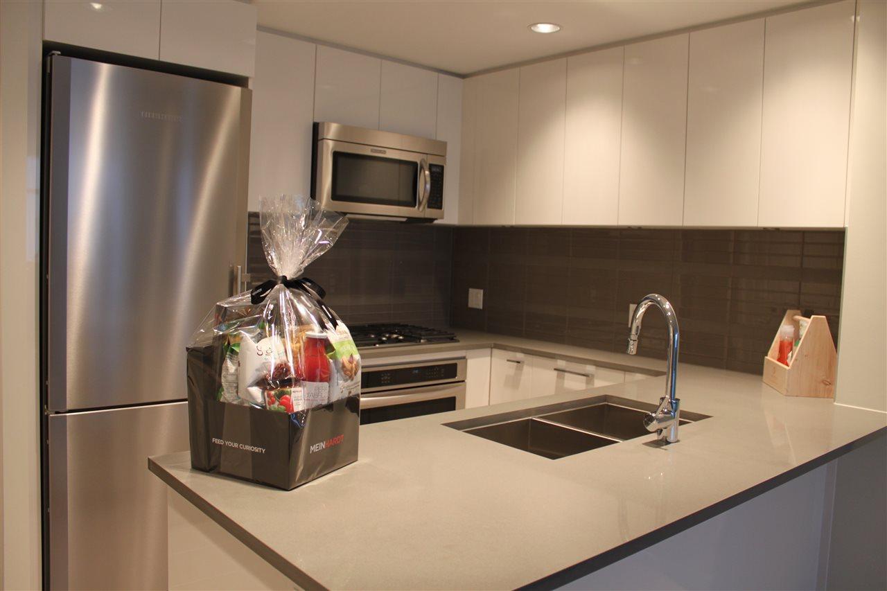 Condo Apartment at 1802 3102 WINDSOR GATE, Unit 1802, Coquitlam, British Columbia. Image 6