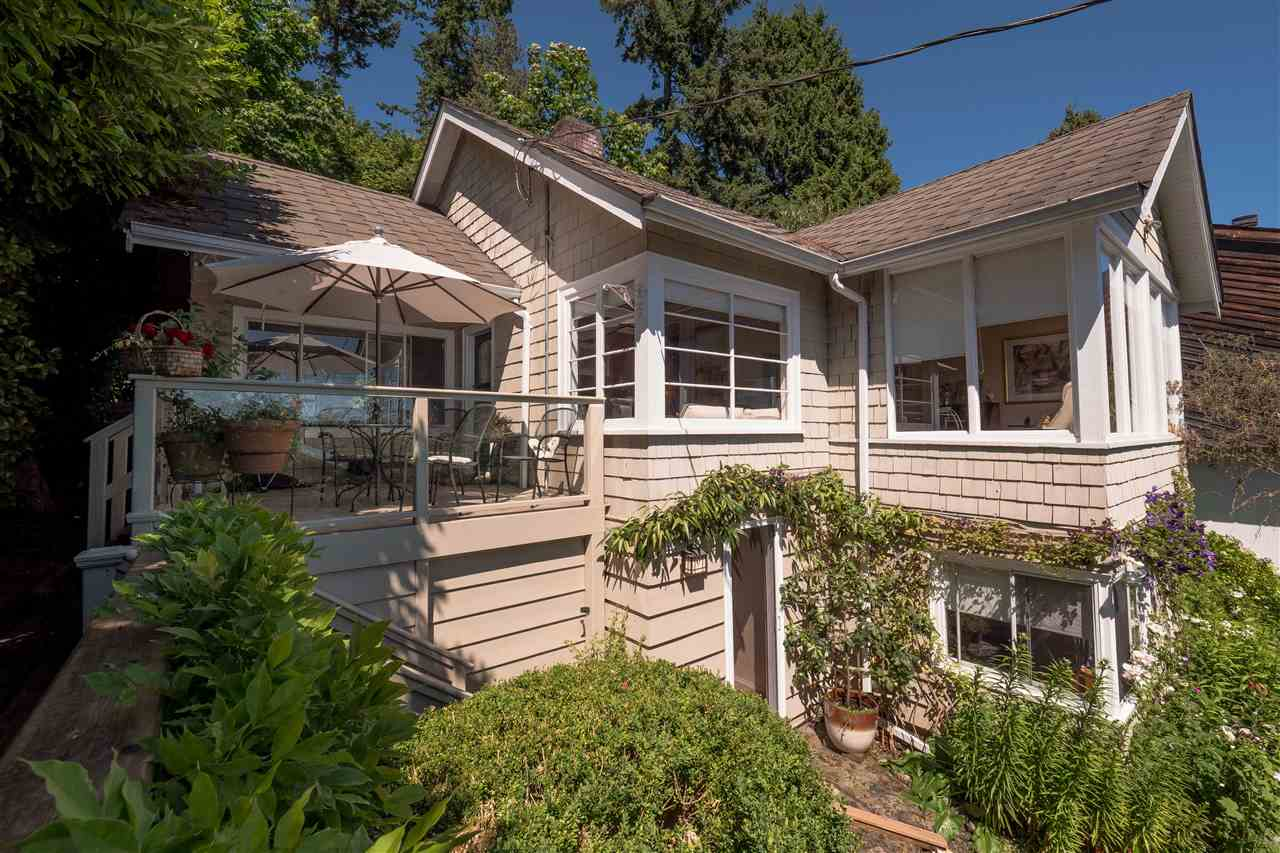 Detached at 3325 MARINE DRIVE, West Vancouver, British Columbia. Image 1