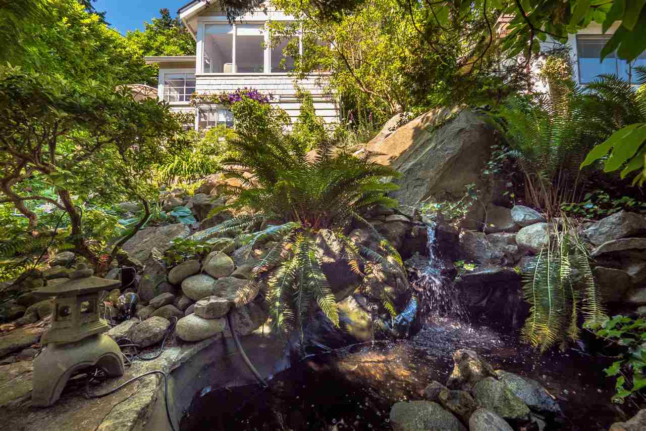 Detached at 3325 MARINE DRIVE, West Vancouver, British Columbia. Image 3