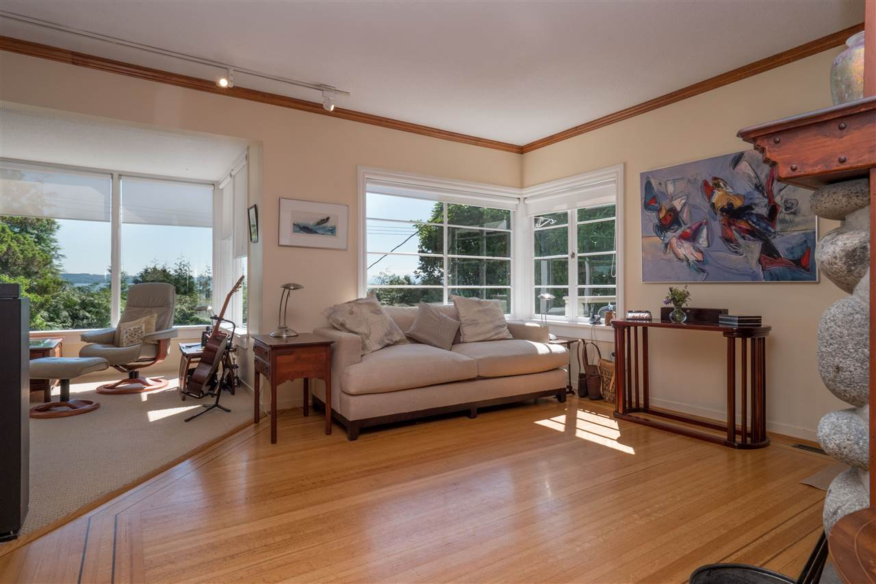 Detached at 3325 MARINE DRIVE, West Vancouver, British Columbia. Image 5