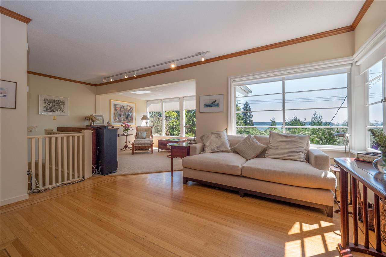 Detached at 3325 MARINE DRIVE, West Vancouver, British Columbia. Image 6