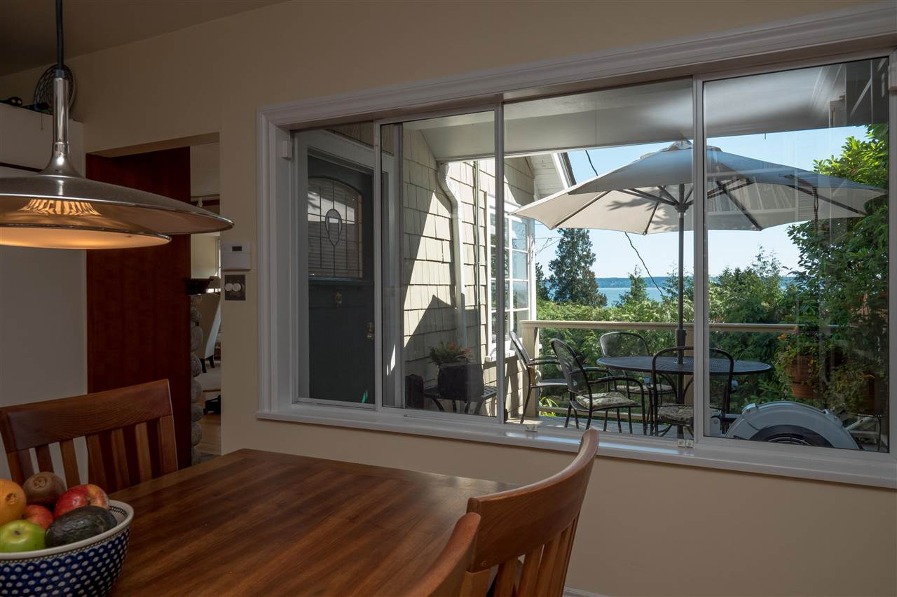 Detached at 3325 MARINE DRIVE, West Vancouver, British Columbia. Image 10