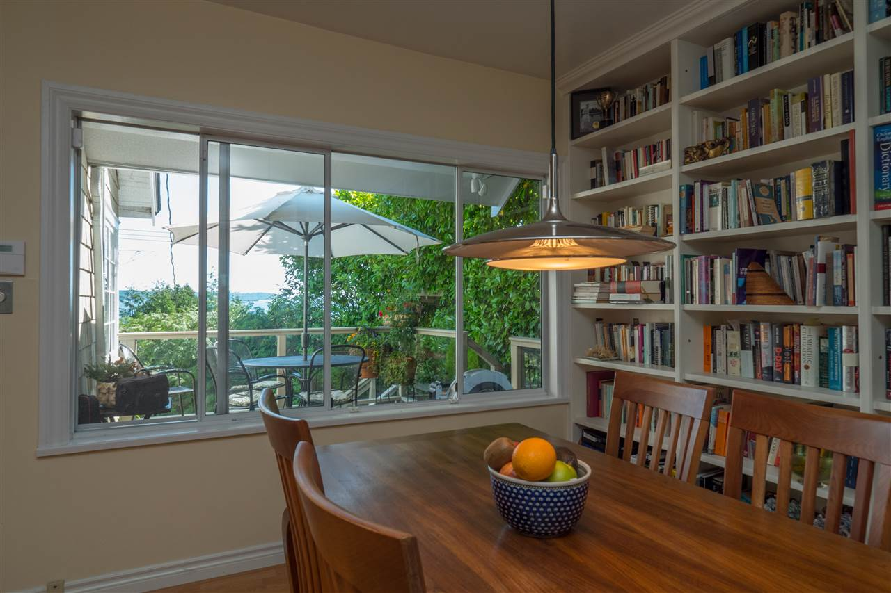 Detached at 3325 MARINE DRIVE, West Vancouver, British Columbia. Image 11