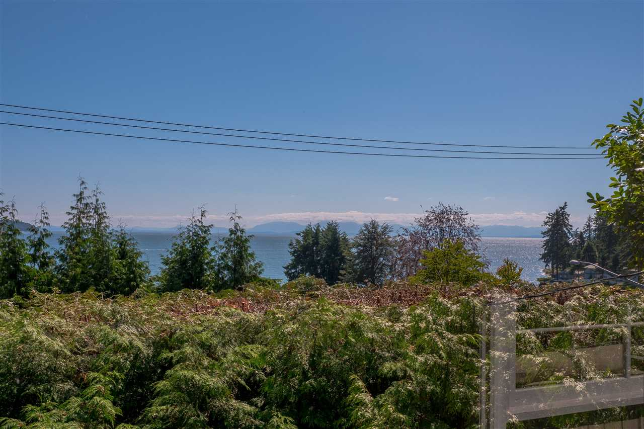 Detached at 3325 MARINE DRIVE, West Vancouver, British Columbia. Image 12