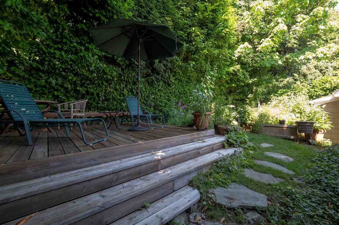 Detached at 3325 MARINE DRIVE, West Vancouver, British Columbia. Image 16