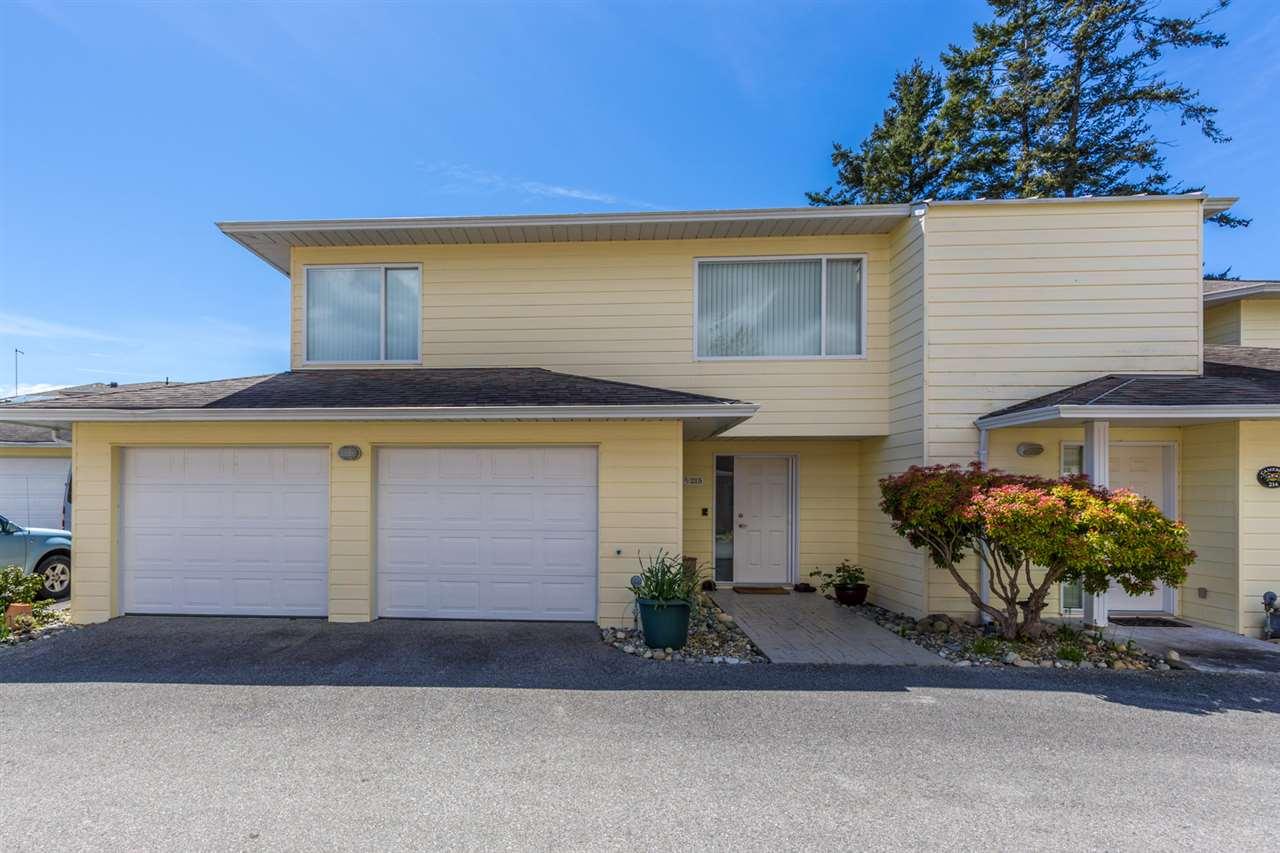 Condo Apartment at 215 1585 FIELD ROAD, Unit 215, Sunshine Coast, British Columbia. Image 4