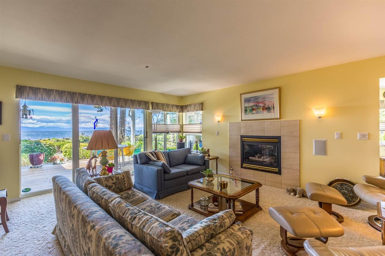 Condo Apartment at 215 1585 FIELD ROAD, Unit 215, Sunshine Coast, British Columbia. Image 6
