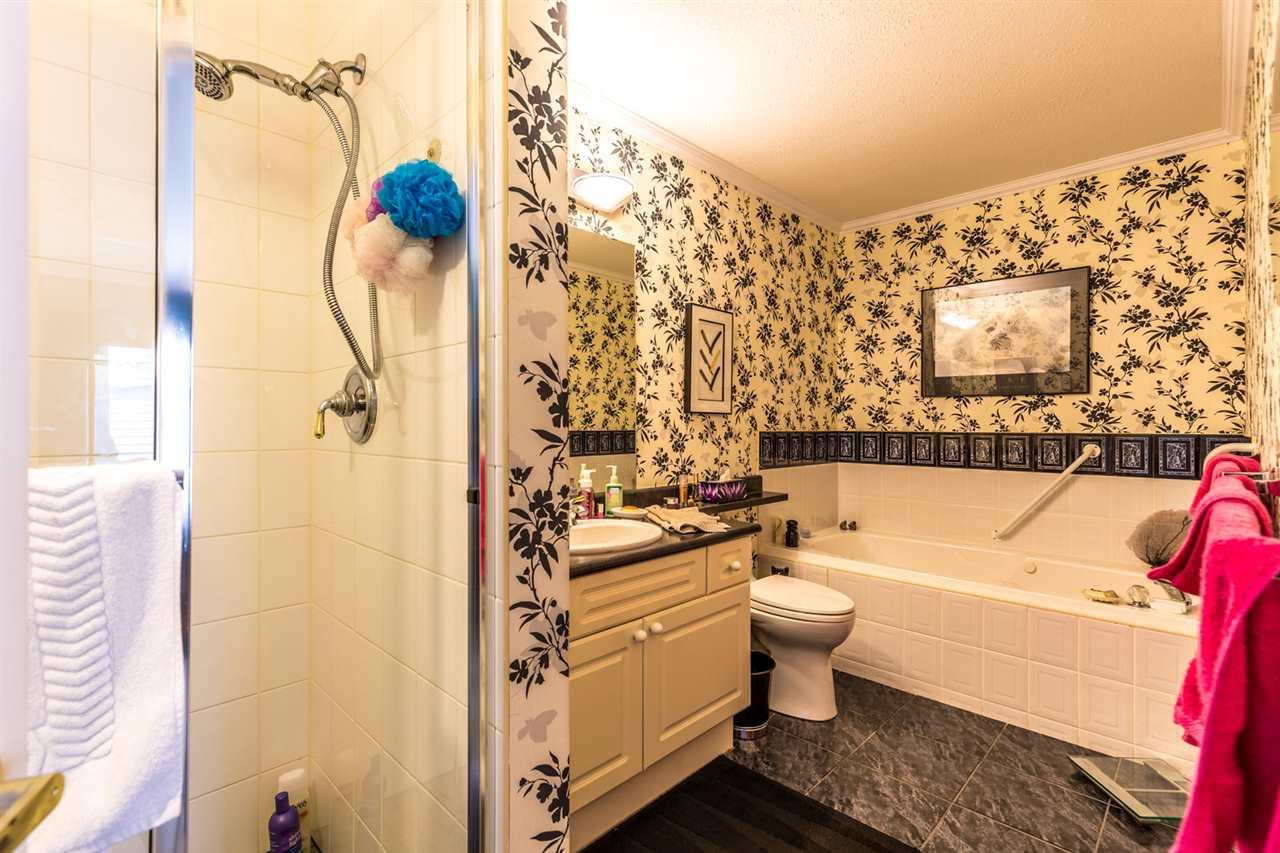 Condo Apartment at 215 1585 FIELD ROAD, Unit 215, Sunshine Coast, British Columbia. Image 14