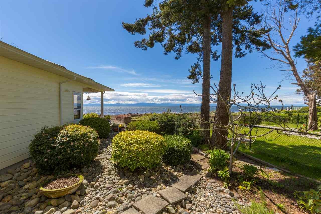 Condo Apartment at 215 1585 FIELD ROAD, Unit 215, Sunshine Coast, British Columbia. Image 16
