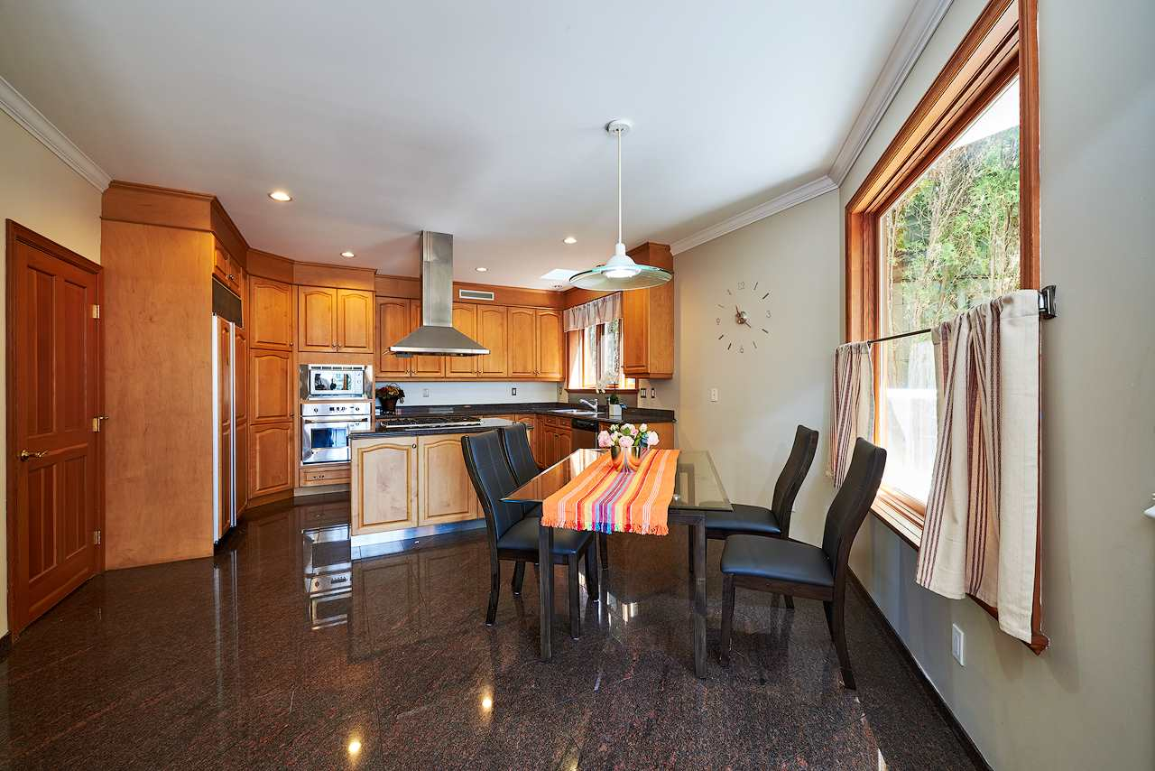 Detached at 2367 NELSON AVENUE, West Vancouver, British Columbia. Image 5