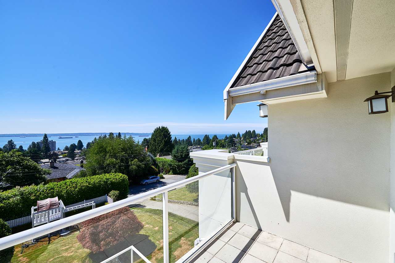 Detached at 2367 NELSON AVENUE, West Vancouver, British Columbia. Image 12
