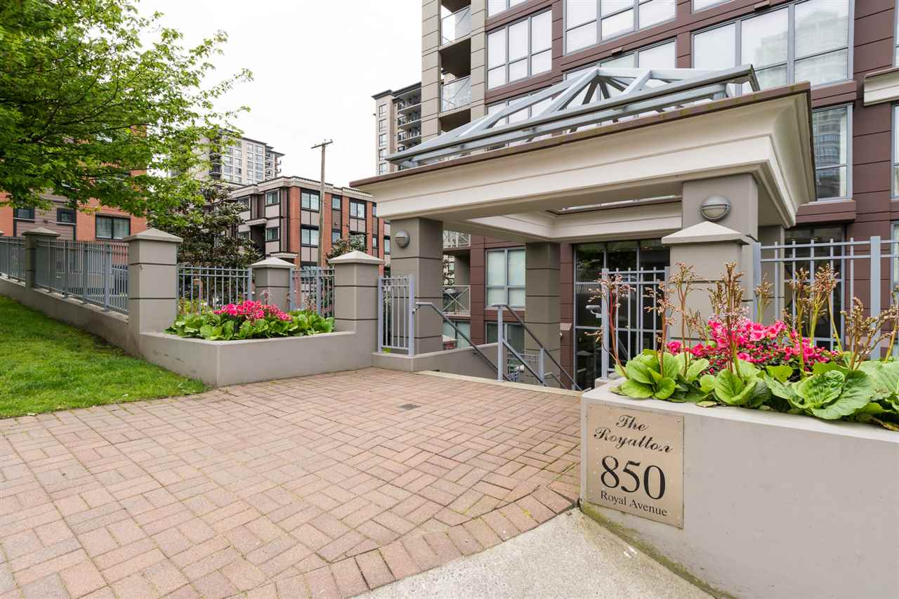 Condo Apartment at 1701 850 ROYAL AVENUE, Unit 1701, New Westminster, British Columbia. Image 1