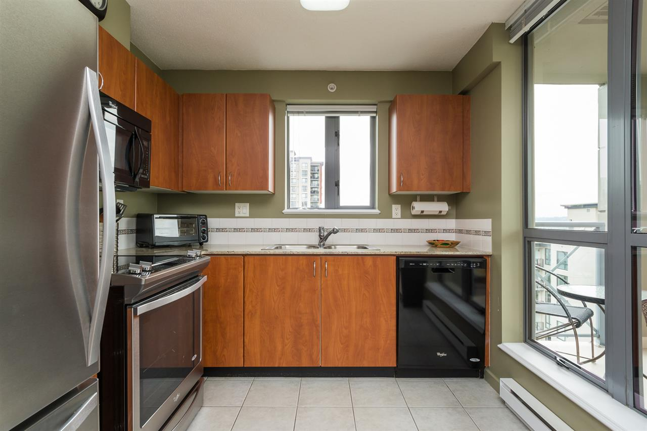 Condo Apartment at 1701 850 ROYAL AVENUE, Unit 1701, New Westminster, British Columbia. Image 7