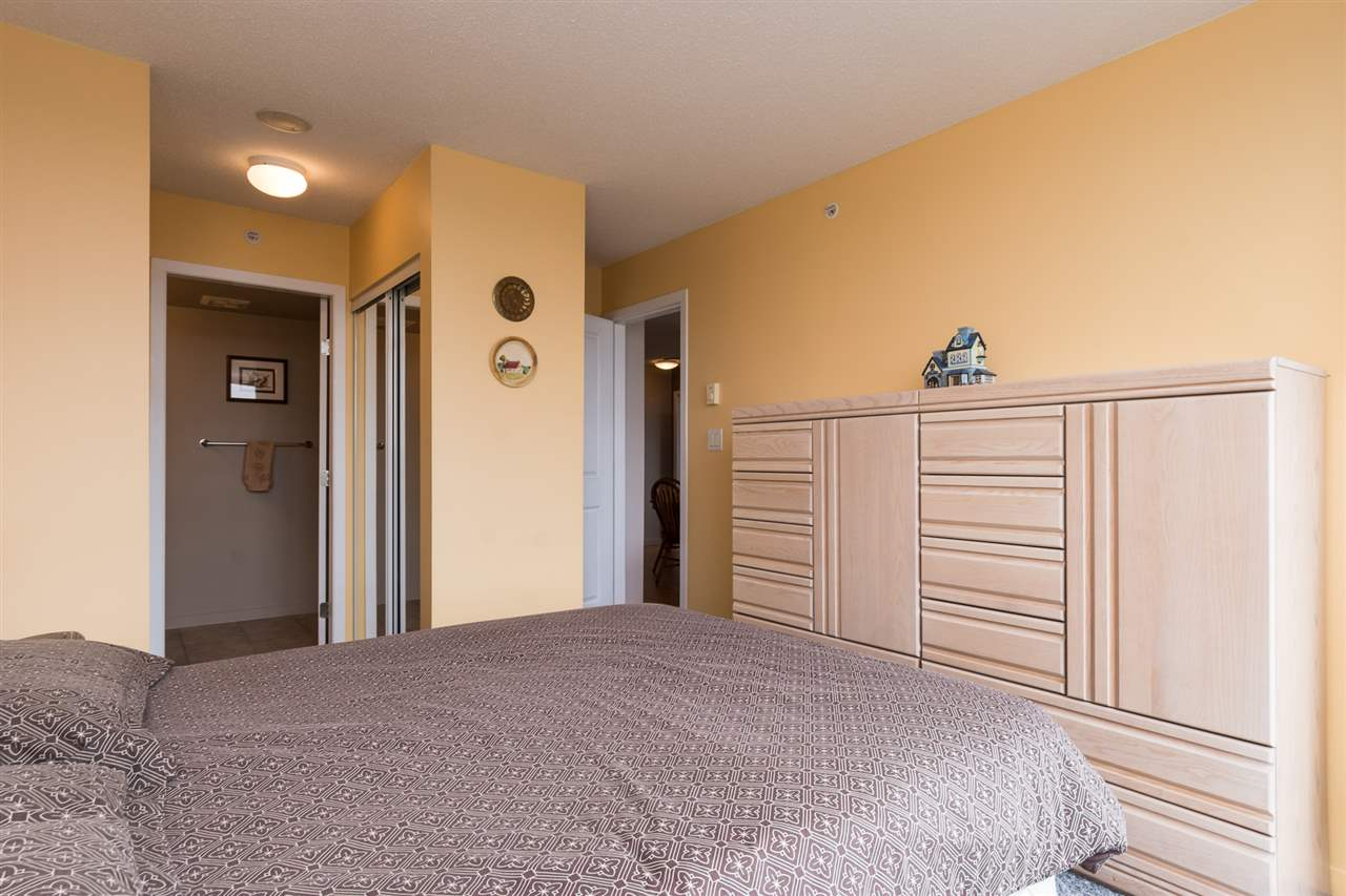 Condo Apartment at 1701 850 ROYAL AVENUE, Unit 1701, New Westminster, British Columbia. Image 14