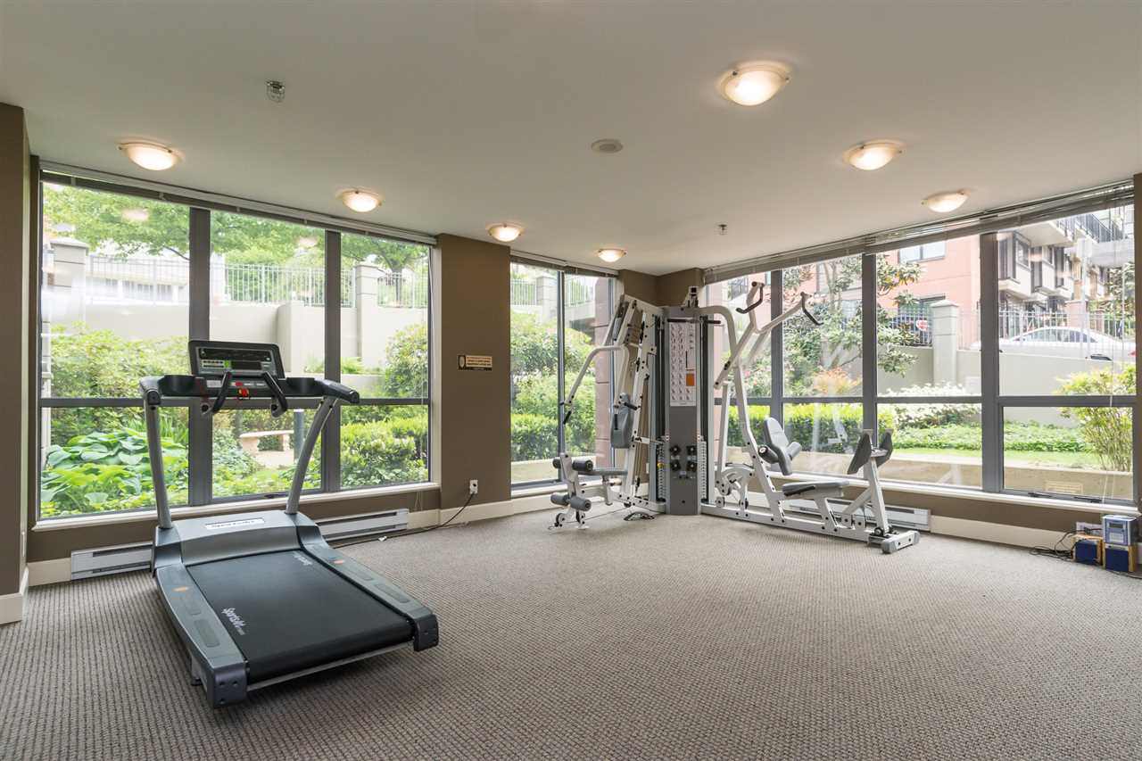 Condo Apartment at 1701 850 ROYAL AVENUE, Unit 1701, New Westminster, British Columbia. Image 19