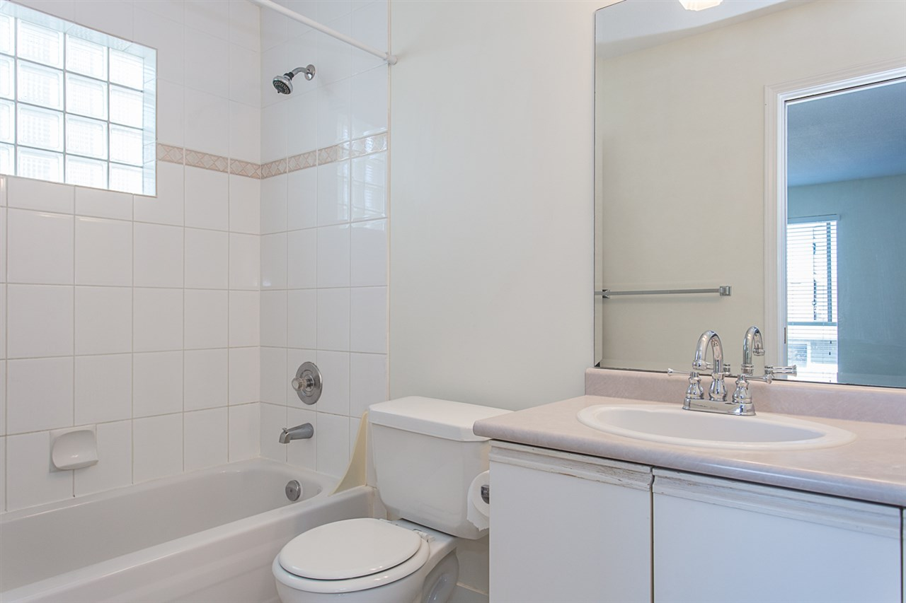 Condo Apartment at 12 33682 MARSHALL ROAD, Unit 12, Abbotsford, British Columbia. Image 18
