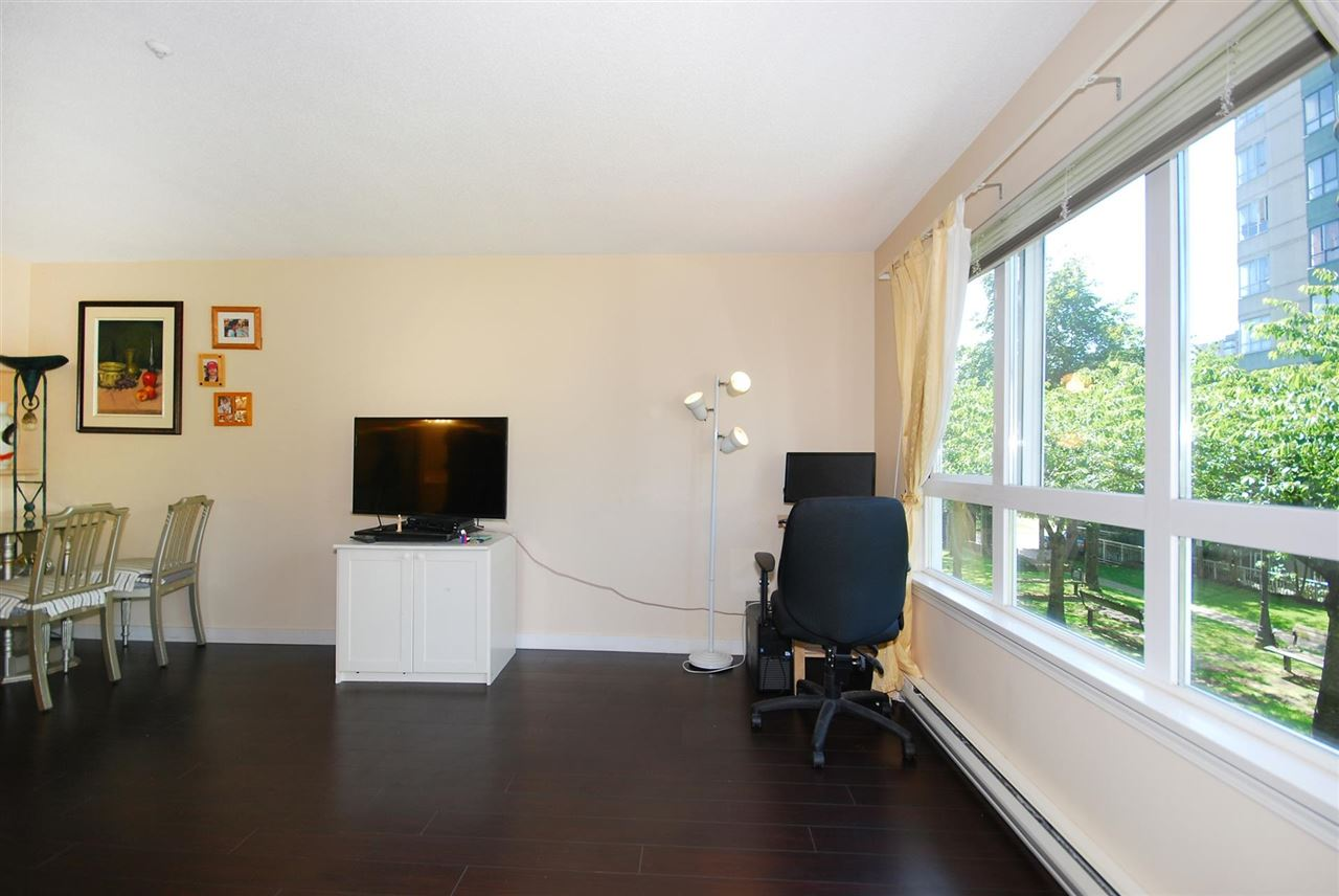 Condo Apartment at 212 3480 YARDLEY AVENUE, Unit 212, Vancouver East, British Columbia. Image 2