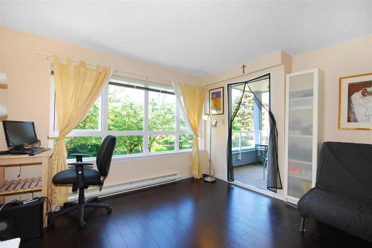 Condo Apartment at 212 3480 YARDLEY AVENUE, Unit 212, Vancouver East, British Columbia. Image 3