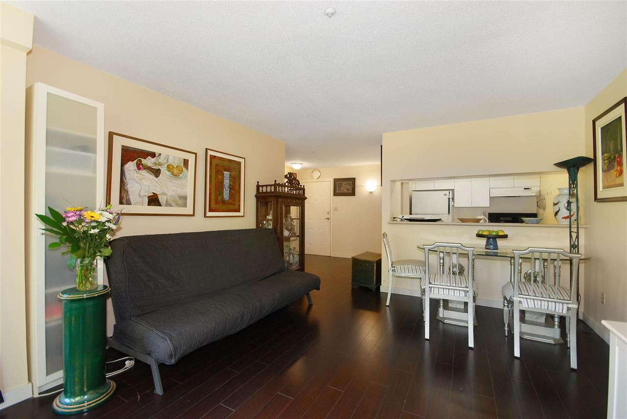 Condo Apartment at 212 3480 YARDLEY AVENUE, Unit 212, Vancouver East, British Columbia. Image 4