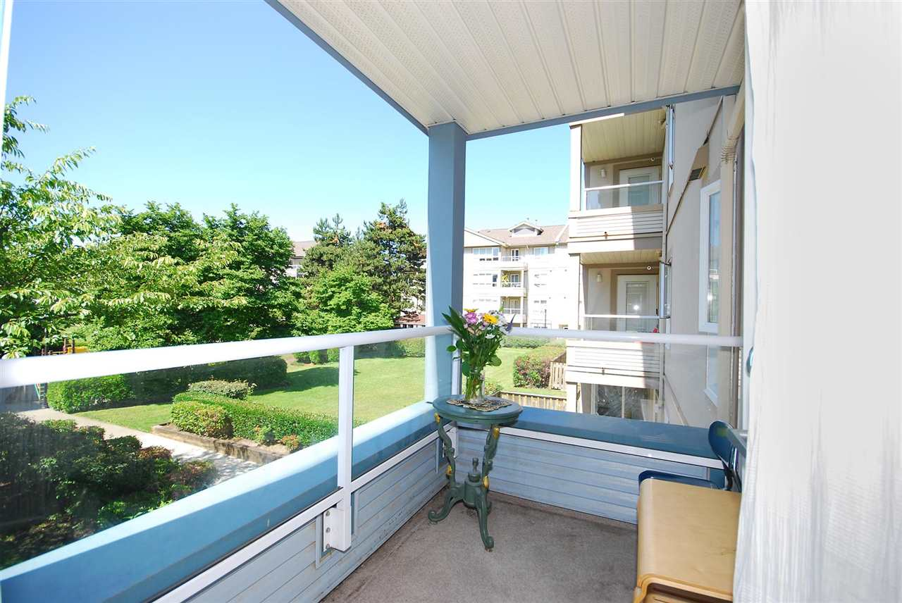 Condo Apartment at 212 3480 YARDLEY AVENUE, Unit 212, Vancouver East, British Columbia. Image 15