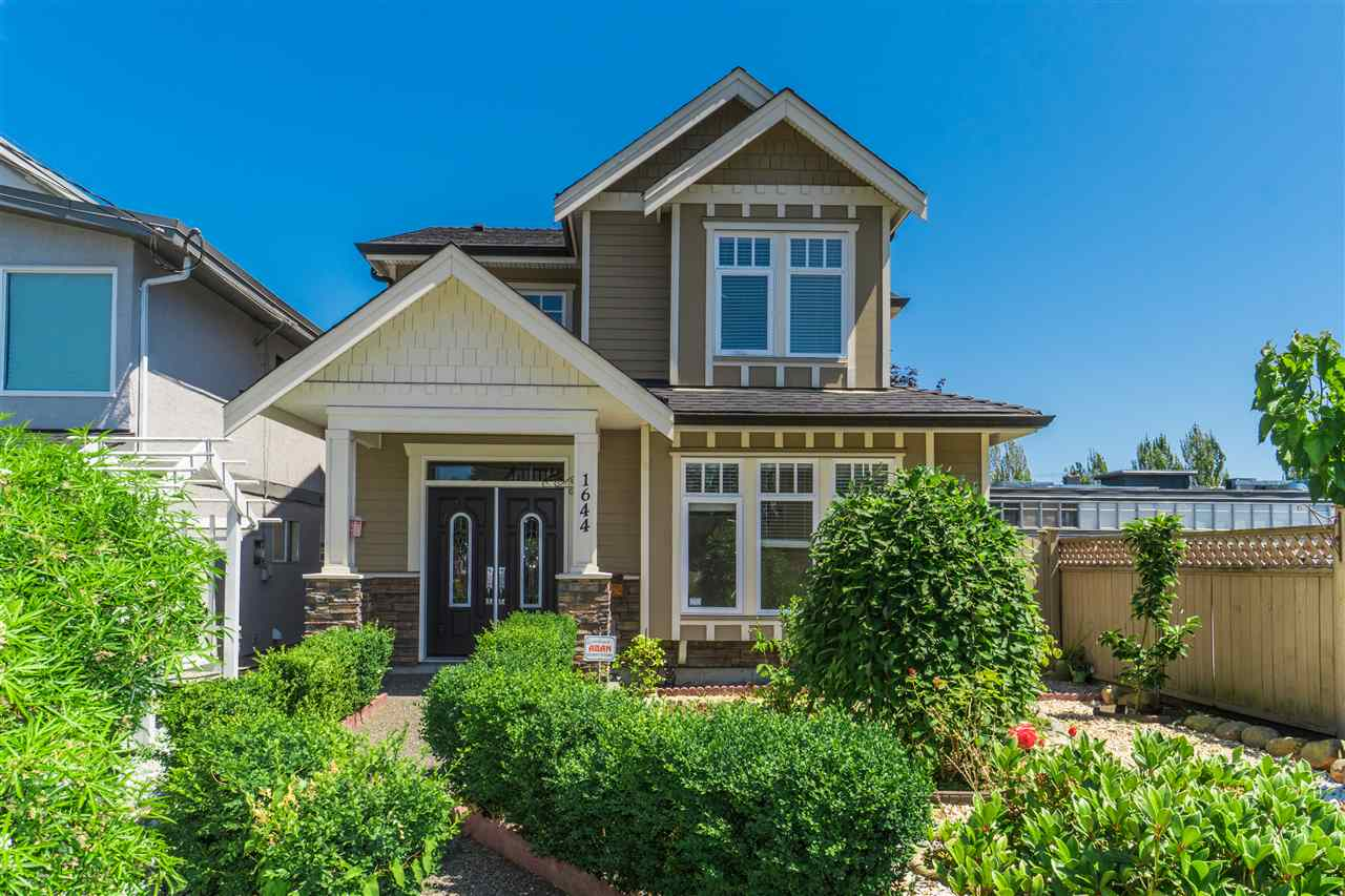 Detached at 1644 MACGOWAN AVENUE, North Vancouver, British Columbia. Image 1