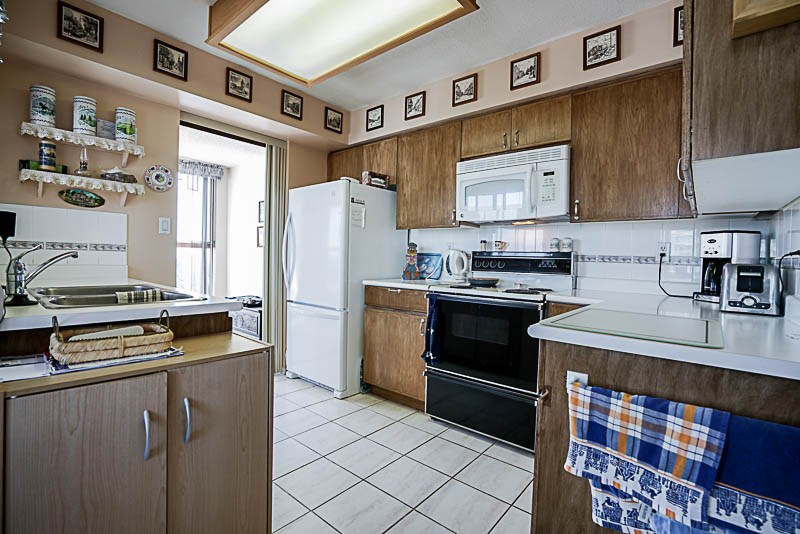 Condo Apartment at 1705 612 FIFTH AVENUE, Unit 1705, New Westminster, British Columbia. Image 4