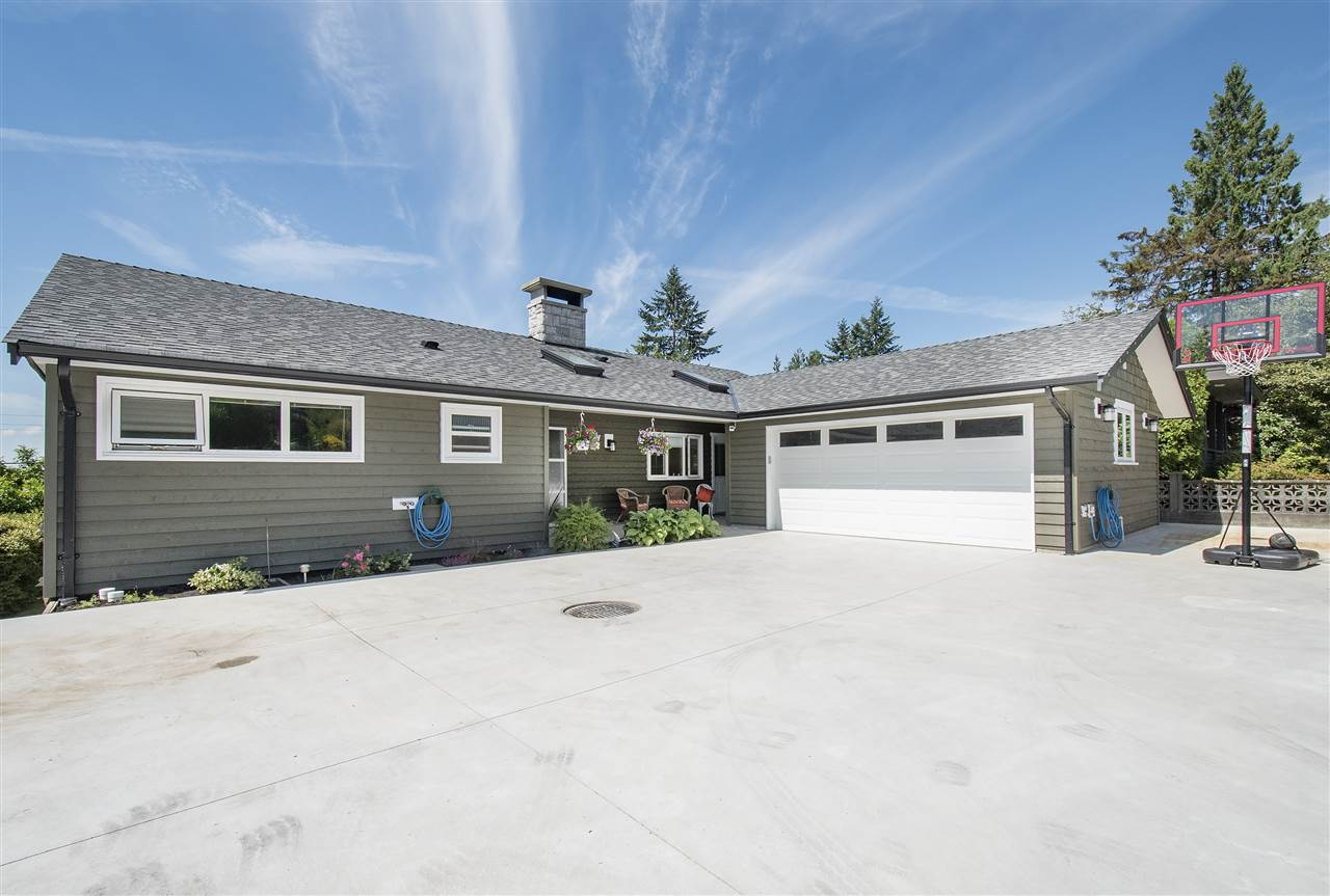 Detached at 943 EVERGREEN PLACE, North Vancouver, British Columbia. Image 1
