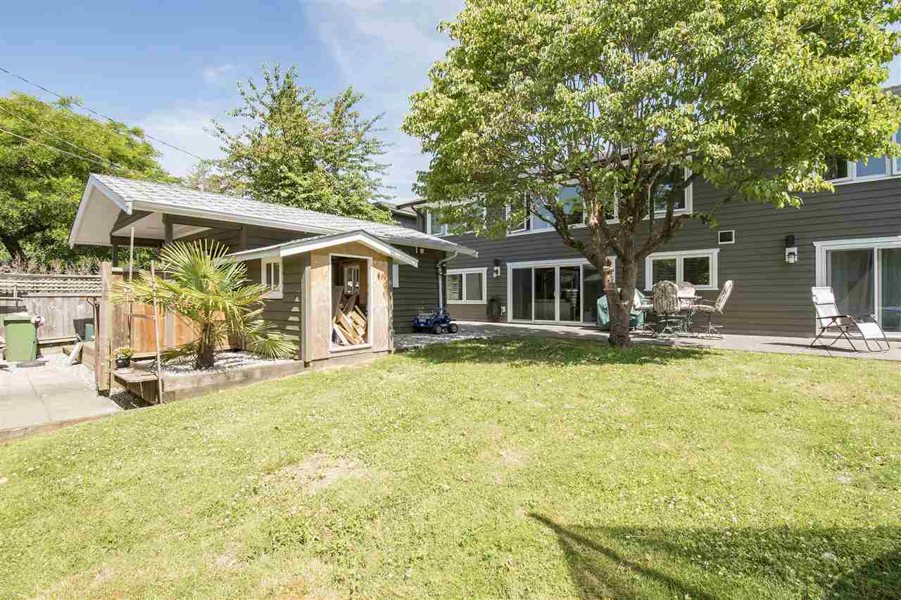 Detached at 943 EVERGREEN PLACE, North Vancouver, British Columbia. Image 2