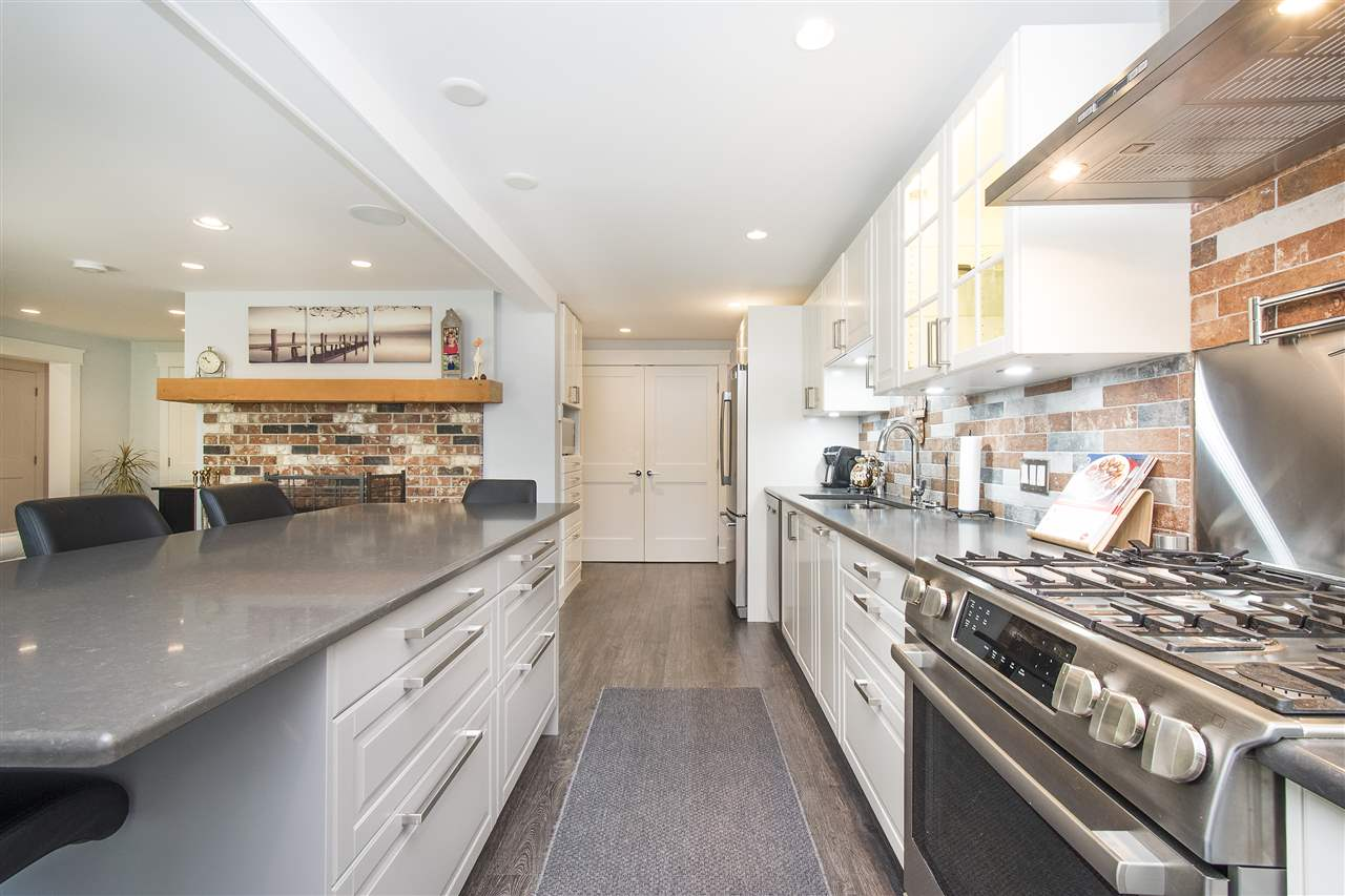 Detached at 943 EVERGREEN PLACE, North Vancouver, British Columbia. Image 3