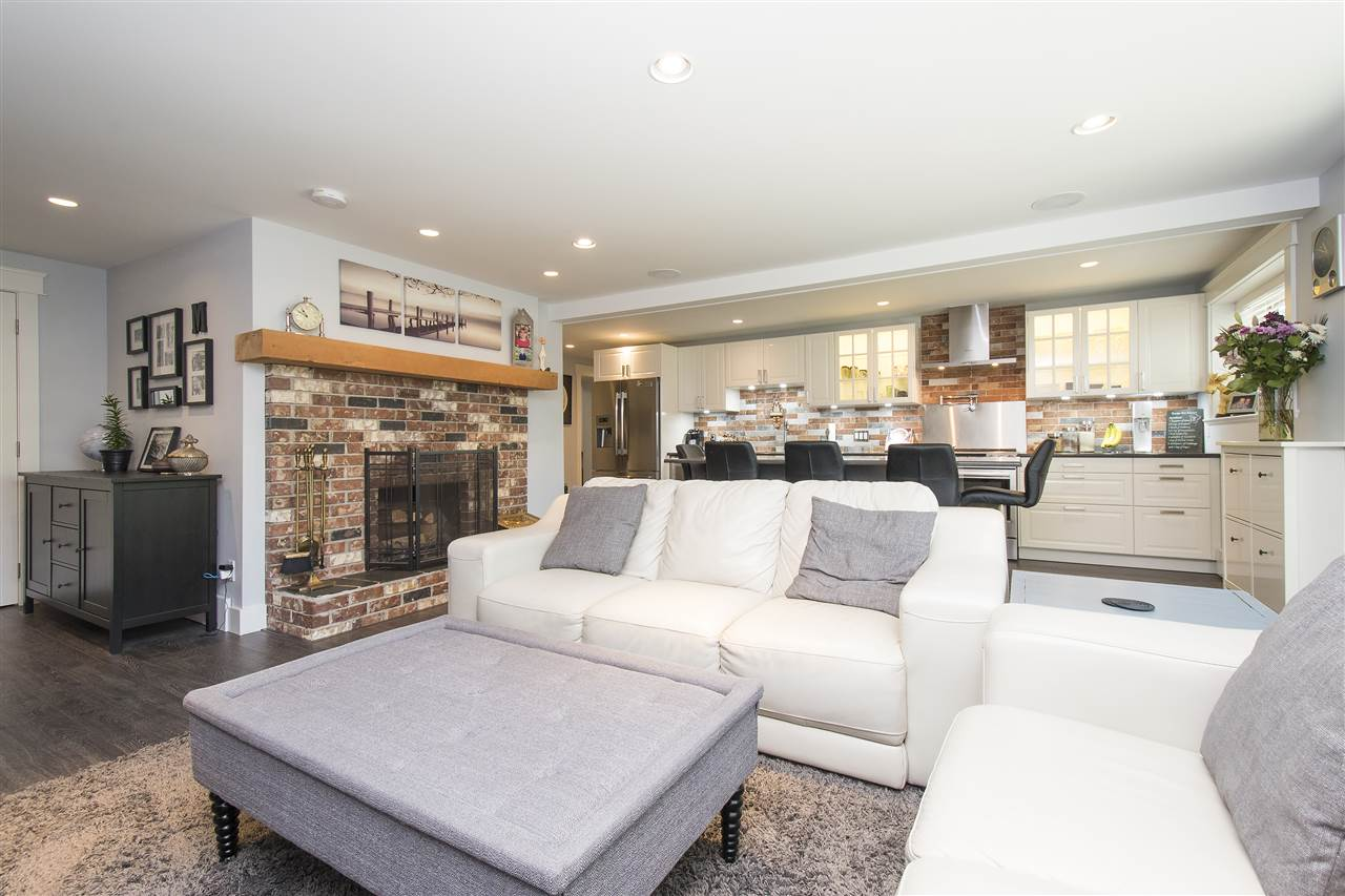 Detached at 943 EVERGREEN PLACE, North Vancouver, British Columbia. Image 4