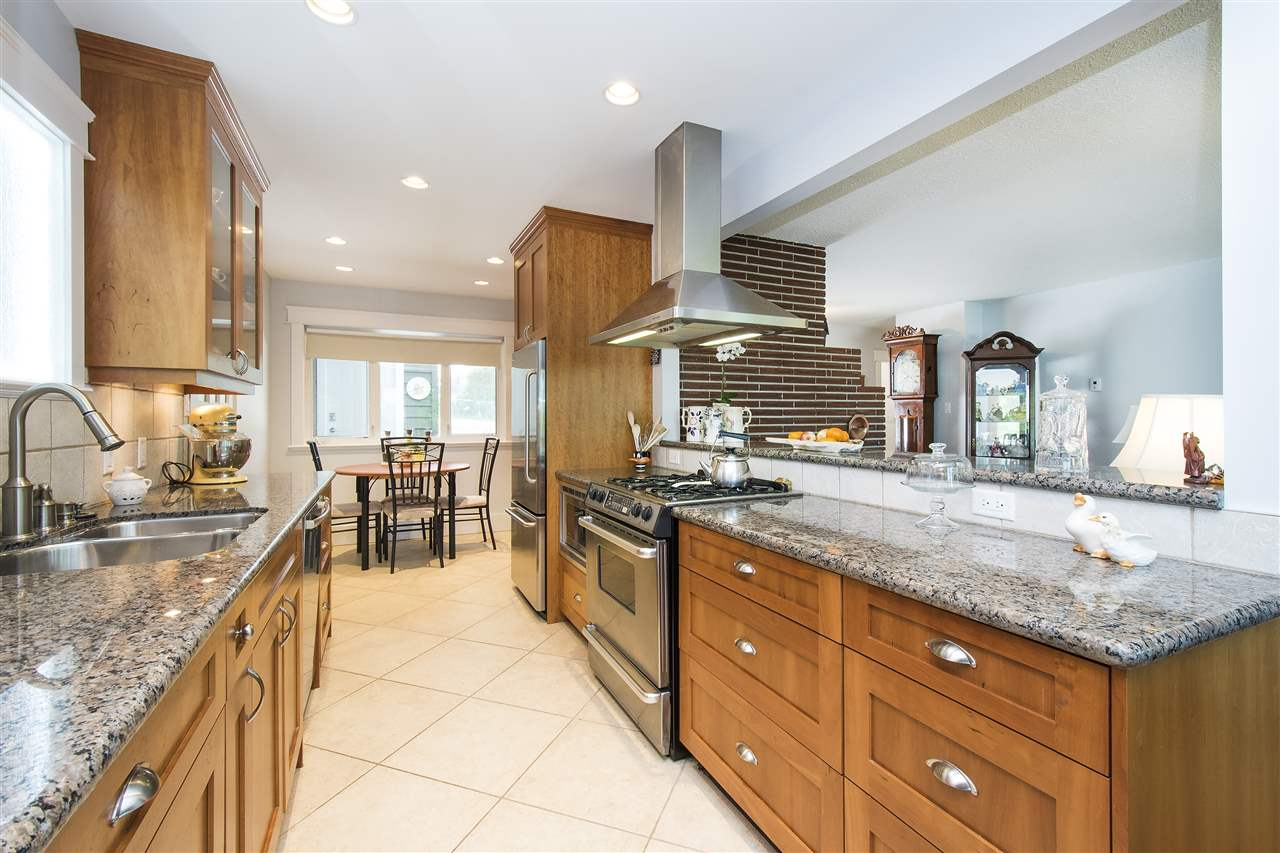 Detached at 943 EVERGREEN PLACE, North Vancouver, British Columbia. Image 12