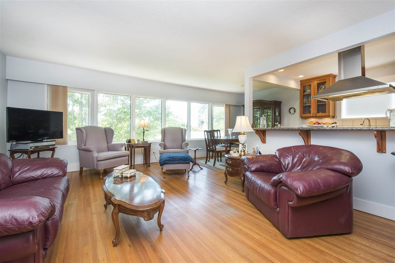 Detached at 943 EVERGREEN PLACE, North Vancouver, British Columbia. Image 13