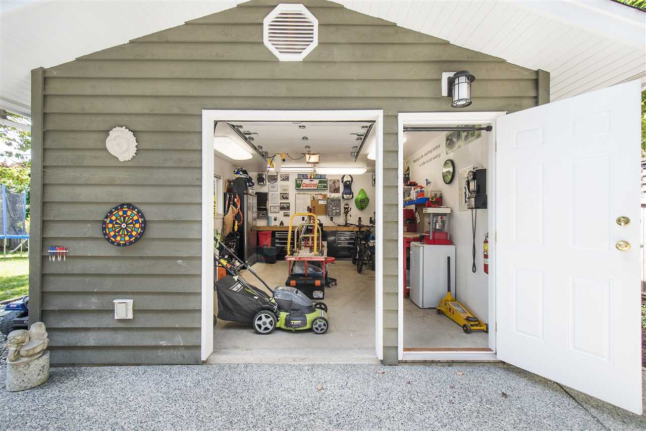Detached at 943 EVERGREEN PLACE, North Vancouver, British Columbia. Image 15