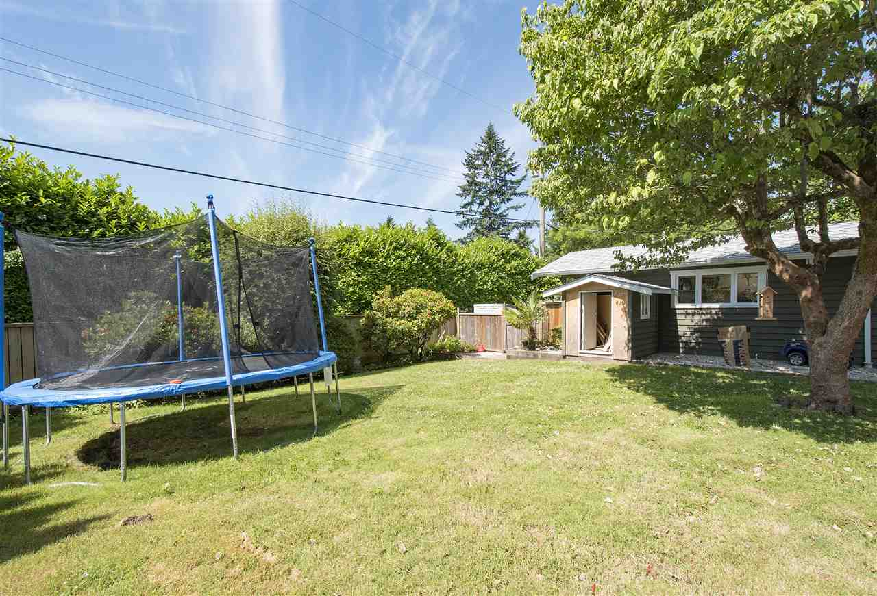 Detached at 943 EVERGREEN PLACE, North Vancouver, British Columbia. Image 18