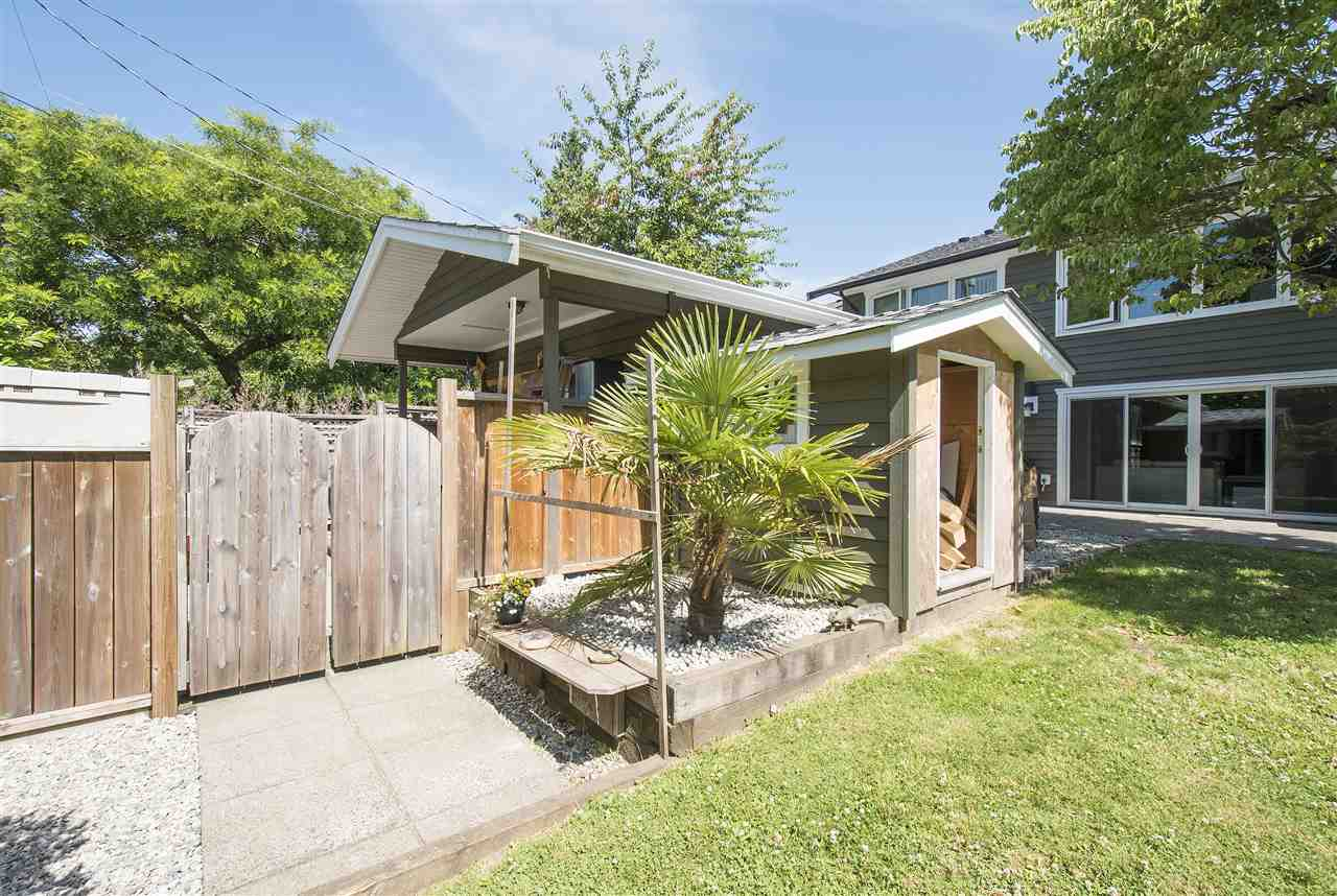 Detached at 943 EVERGREEN PLACE, North Vancouver, British Columbia. Image 19