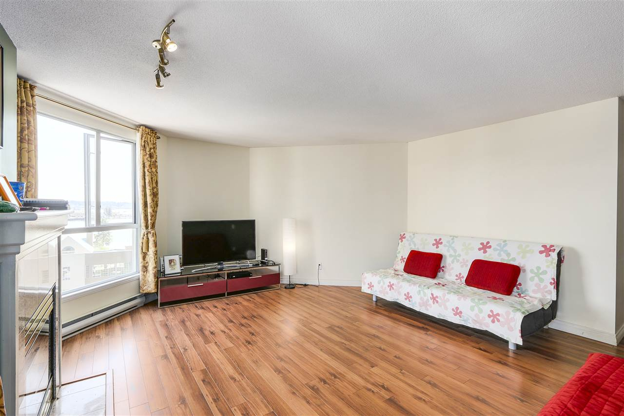 Condo Apartment at 807 1185 QUAYSIDE DRIVE, Unit 807, New Westminster, British Columbia. Image 4