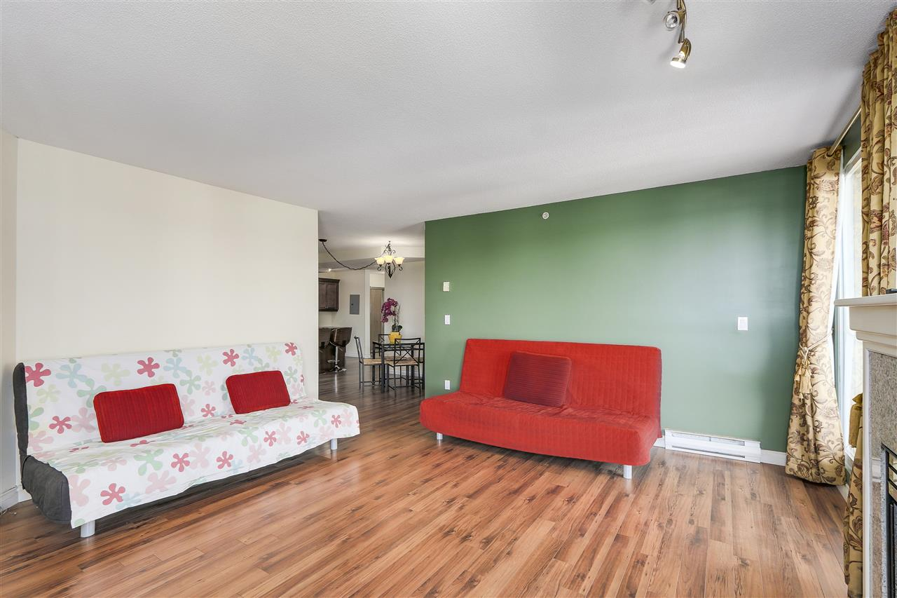 Condo Apartment at 807 1185 QUAYSIDE DRIVE, Unit 807, New Westminster, British Columbia. Image 5