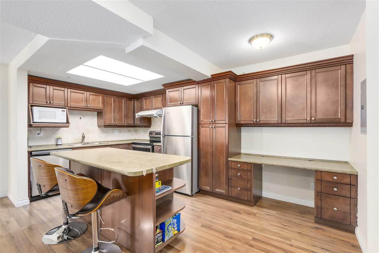 Condo Apartment at 807 1185 QUAYSIDE DRIVE, Unit 807, New Westminster, British Columbia. Image 8