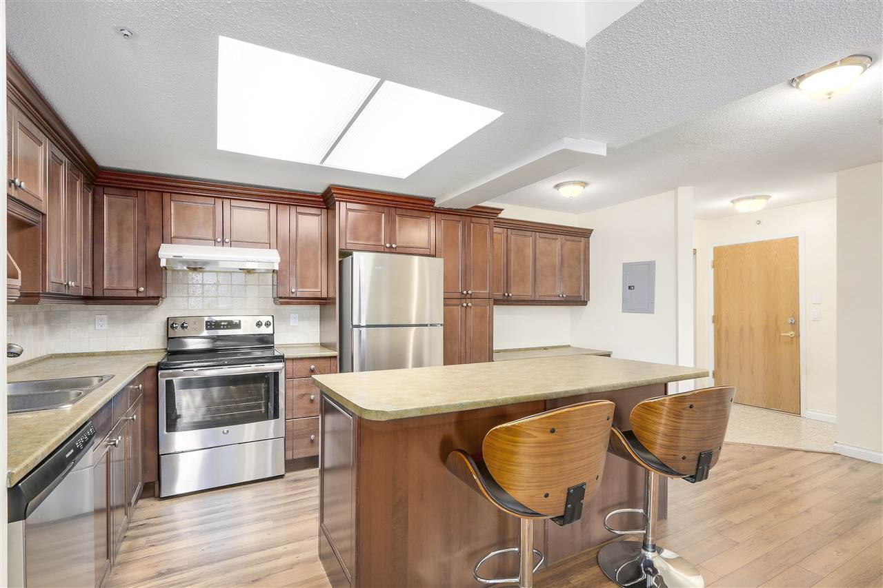 Condo Apartment at 807 1185 QUAYSIDE DRIVE, Unit 807, New Westminster, British Columbia. Image 11
