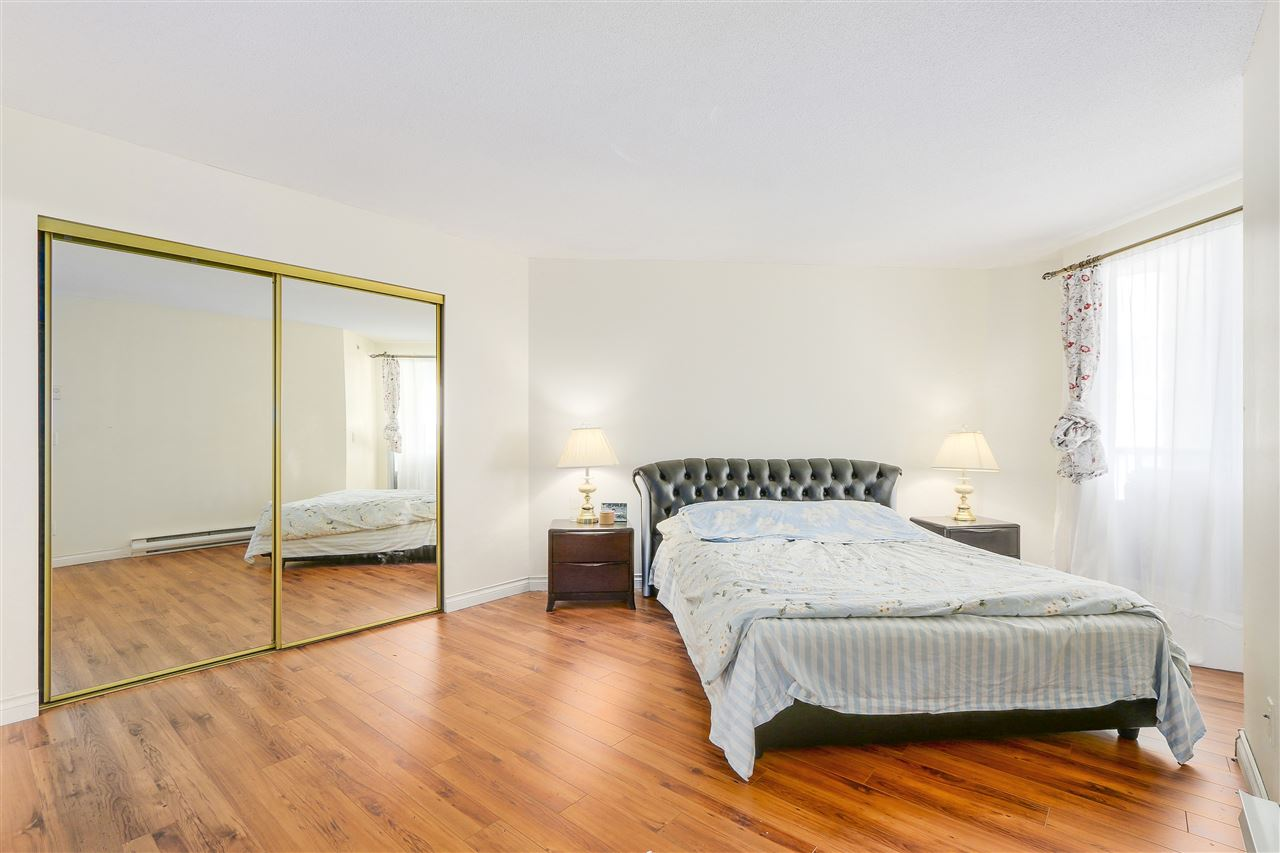 Condo Apartment at 807 1185 QUAYSIDE DRIVE, Unit 807, New Westminster, British Columbia. Image 13