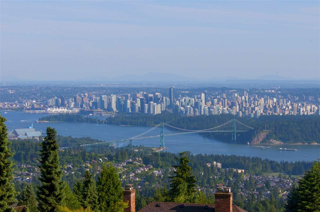 Detached at 1525 VINSON CREEK ROAD, West Vancouver, British Columbia. Image 1