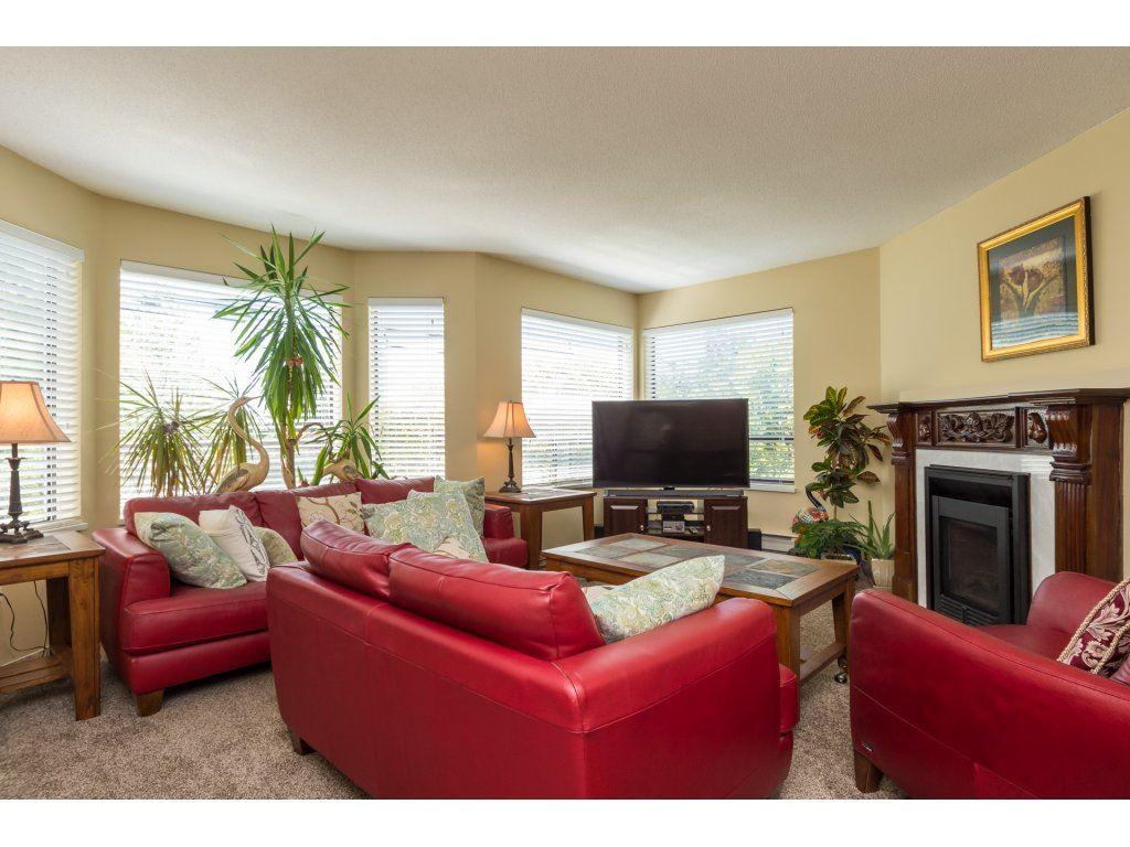 Condo Apartment at 102 14957 THRIFT AVENUE, Unit 102, South Surrey White Rock, British Columbia. Image 4